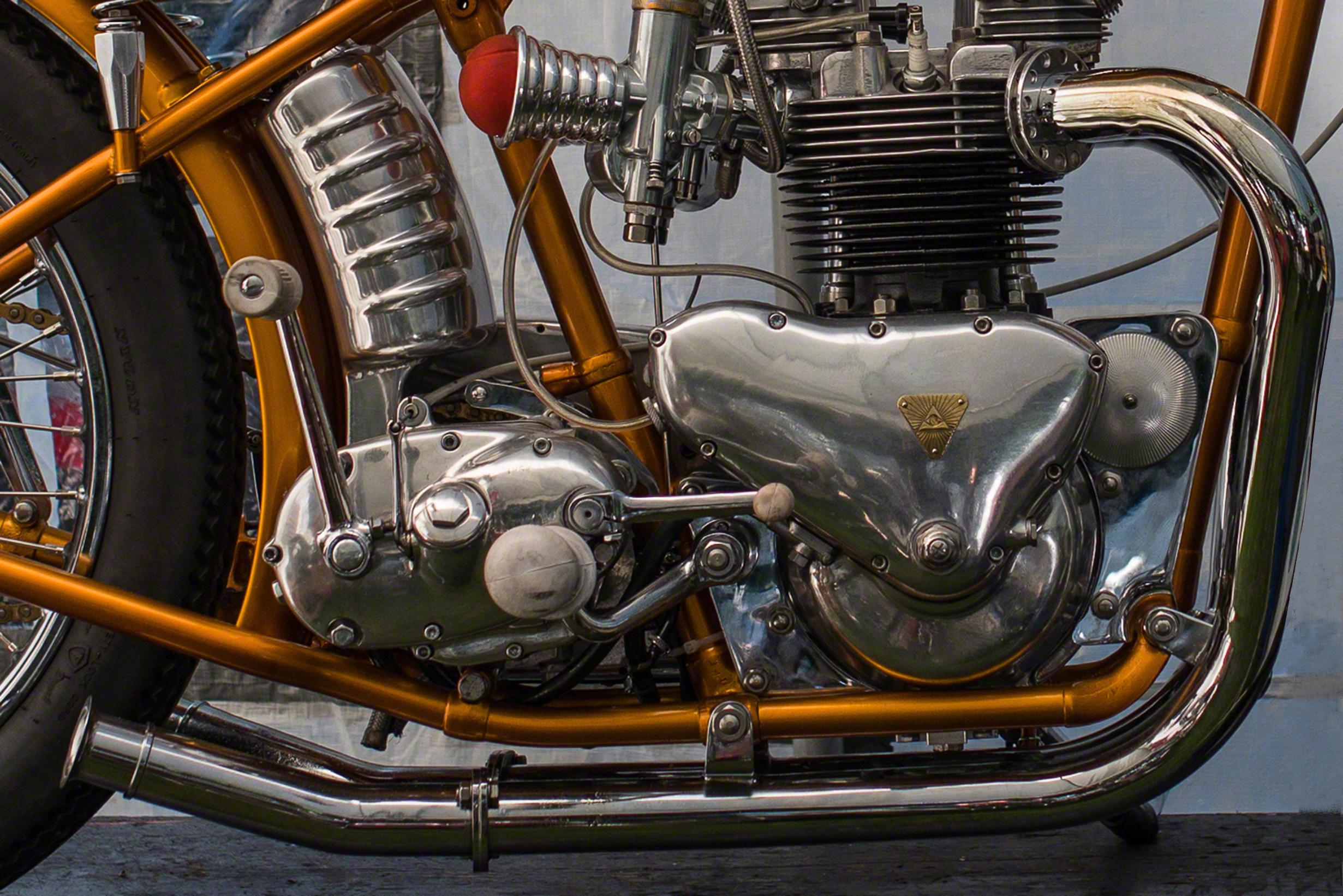 MotorTriumph-T100